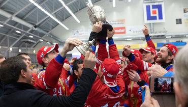 Сборная России— чемпион мира похоккею смячом.