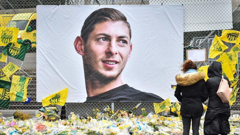 """Мемориал у стадиона """"Нанта"""". Фото AFP"""