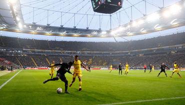 "2 февраля. Фрункфурт-на-Майне. ""Айнтрахт"" - ""Боруссия"" (Дортмунд) - 1:1. Игровой момент матча."