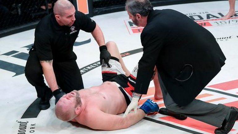 Почему защита не спасла Сергея Харитонова от удара в пах? Фото Twitter