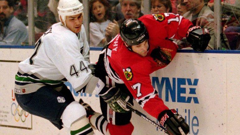 """""""Он ночует под мостом"""". Первый номер драфта НХЛ и обладатель Кубка Стэнли стал бомжом и попрошайкой"""