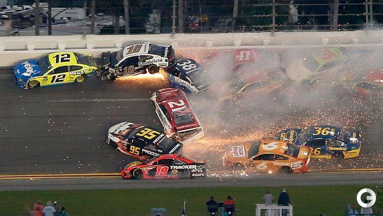17 февраля. Дейтона-Бич. Столкновение во время гонки.