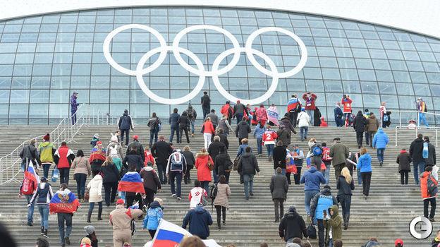 19 февраля 2014 года. Сочи. Финляндия - Россия - 3:1. Болельщики сборной России идут в