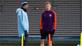 """Хосеп Гвардьола и Александр Зинченко на тренировке """"Манчестер Сити""""."""