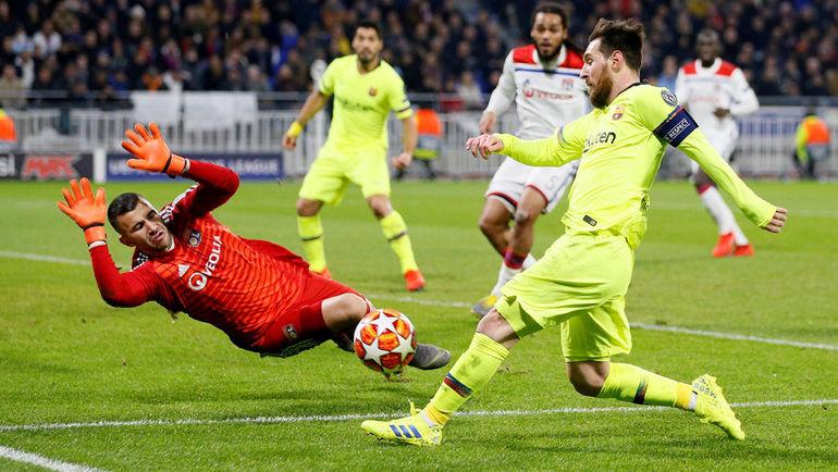 """19 февраля. Лион. """"Лион"""" - """"Барселона"""" - 0:0. Антони Лопеш и Лионель Месси."""