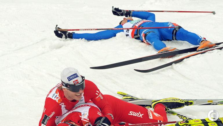 2009 год. Лахти. Норвежцы Ола Виген Хаттестад и Юхан Хьельстад на финише с россиянином Никитой Крюковым.