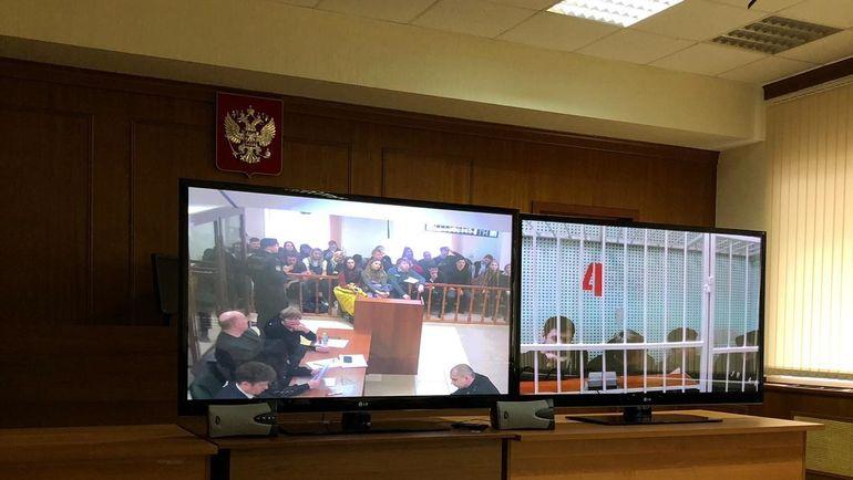 """Обвиняемые присутствуют на суде по видеосвязи. Фото """"СЭ"""""""