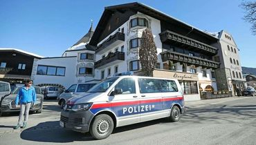 Австрийская полиция снимает лыжников прямо с трассы. Дичь в Зефельде