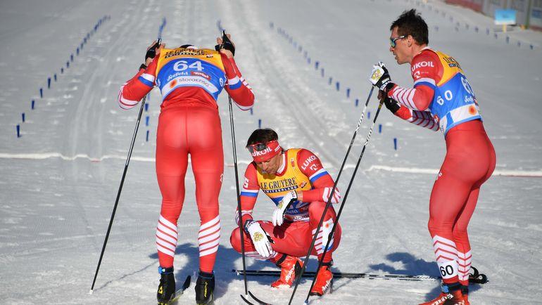 Александр Бессмертных (в центре) после финиша. Фото AFP