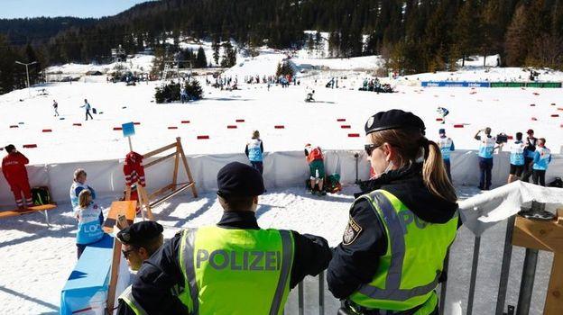 Полиция провела обыски в Зефельде во время чемпионата мира. Фото Spiegel