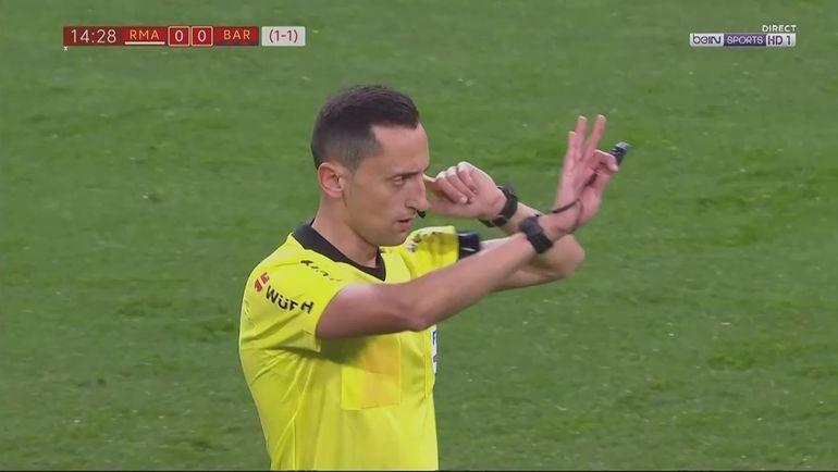 """Пенальти в ворота """"Барселоны""""."""