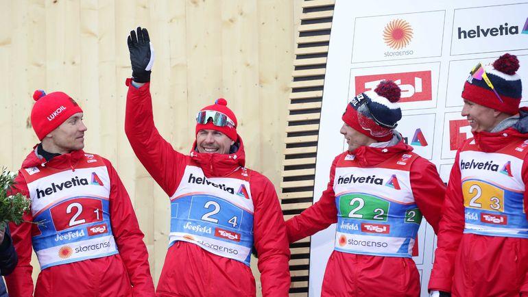 Сергей Устюгов (второй слева) с партнерами по сборной России Андреем Ларьковым (слева), Александром Бессмертных (второй справа) и Александром Большуновым. Фото Reuters