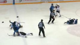 Безумная драка в плей-офф ВХЛ. Видео