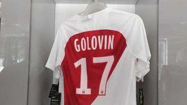 "7 марта. Монако. Футболка Александра Головина в магазине ""Монако""."