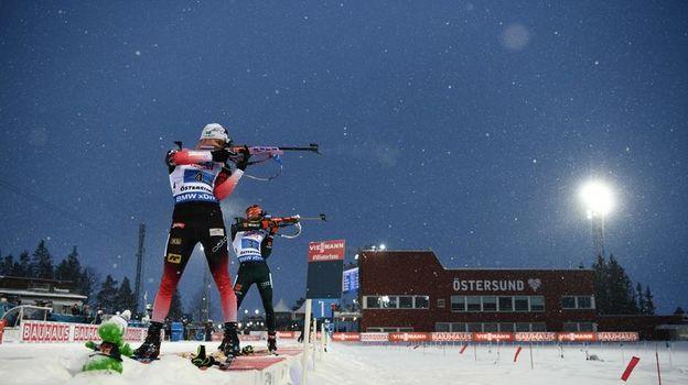 7 марта. Эстерсунд. Норвежец Ветле Кристиансен и немец Бенедикт Долль. Фото AFP