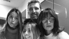 Массимо Каррера и его семья - жена Пинни (справа) и дочери Франческа (слева) и Мартина.