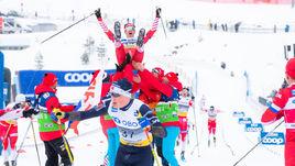 9 марта. Осло. Российские лыжники качают Максима Вылегжанина.