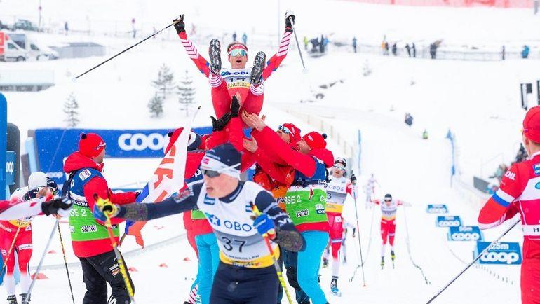 9 марта. Осло. Российские лыжники качают Максима Вылегжанина. Фото AFP