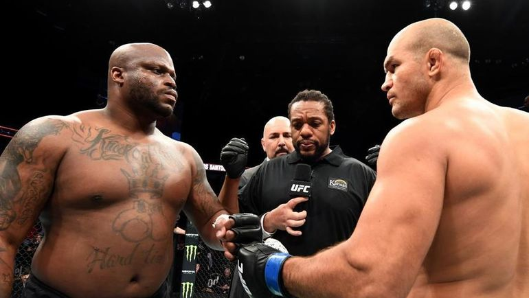 Деррик Льюис (слева) и Джуниор дос Сантос. Фото UFC