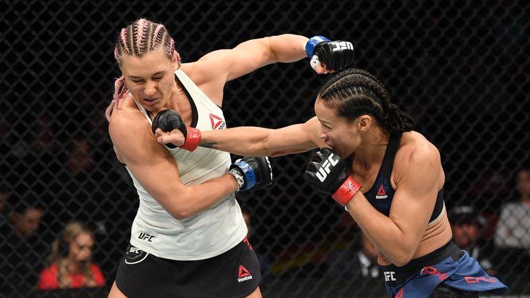 Яна Куницка (слева) против Мэрион Рено. Фото UFC