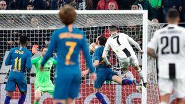 """12 марта. Турин. """"Ювентус"""" – """"Атлетико"""" – 3:0. Криштиану Роналду забивает мяч."""