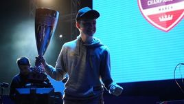 """10 марта. Сингапур. Донован """"F2Tekkz"""" Хант - победитель мартовского FUT Champions Cup."""