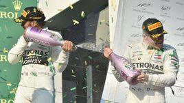 17 марта. Мельбурн. Гран-при Австралии. Валттери Боттас (справа) и Льюис Хэмилтон.