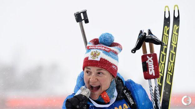 17 марта. Эстерсунд. Масс-старт. Екатерина Юрлова-Перхт и ее медаль. Фото AFP