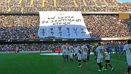 """17 марта. """"Валенсия"""" - """"Хетафе"""" - 0:0. Болельщики подготовили специальный баннер в честь 100-летия клуба."""