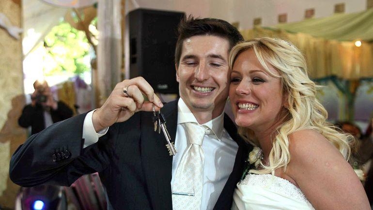 Юлия Началова и Евгений Алдонин в день свадьбы 1 июня 2006 года. Фото ТАСС