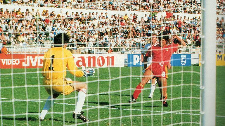 15 июня 1986 года. Леон. СССР – Бельгия – 3:4. Энцо Шифо забивает гол. Фото AFP