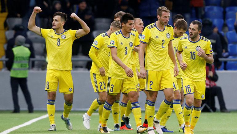 21 марта. Астана. Казахстан - Шотландия - 3:0. Юрий Перцух (слева) празднует забитый мяч. Фото Reuters