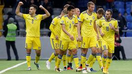21 марта. Астана. Казахстан - Шотландия - 3:0. Юрий Перцух (слева) празднует забитый мяч.