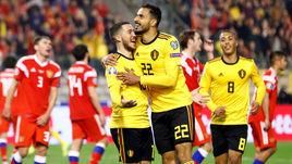 21 марта. Брюссель. Бельгия - Россия - 3:1. 88-я минута. Насер Шадли (№ 22) поздравляет Эдена Азара с голом.