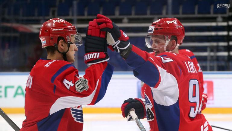 """Александр Елесин (слева) и Андрей Локтионов. Фото ХК """"Локомотив"""""""