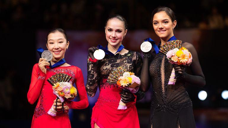 22 марта. Сайтама. Алина Загитова (в центре) с Евгенией Медведевой (справа) и Элизабет Турсынбаевой. Фото AFP