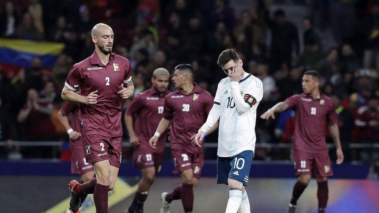 22 марта. Мадрид. Аргентина – Венесуэла – 1:3. Лионель Месси разочарован. Фото twitter.com/FIFAcom