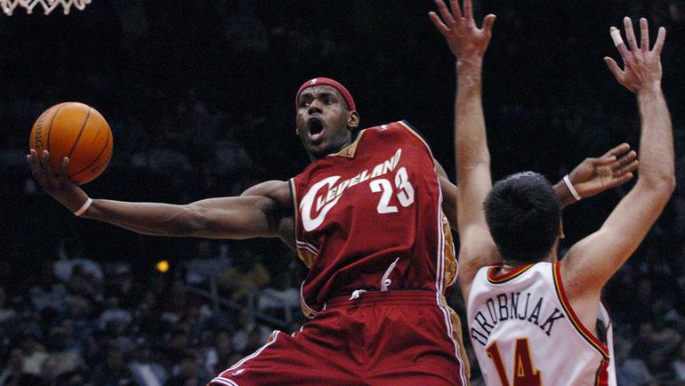 "Леброн Джеймс (слева) в составе ""Кливленда"" в 2005 году. Фото AP"