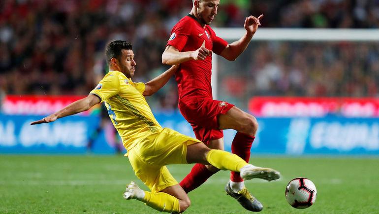 22 марта. Лиссабон. Португалия - Украина - 0:0. Жуниор Мораес (слева) против Рубена Диаса. Фото REUTERS