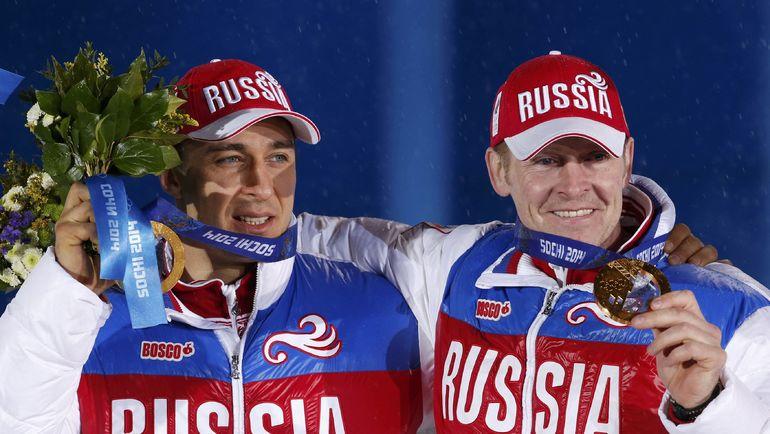 18 февраля 2014 года. Сочи. Александр Зубков (справа) и Алексей Воевода с золотыми медалями Олимпиады за победу в соревнованиях двоек. Фото Reuters