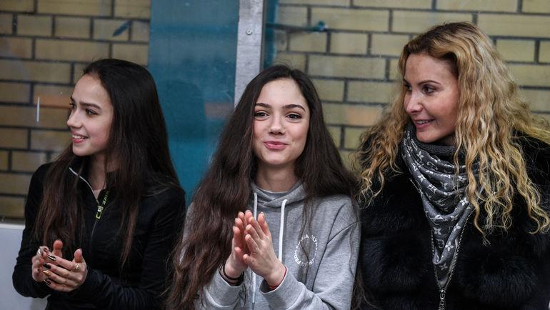"""Январь 2018 года. Этери Тутберидзе (справа) с Евгенией Медведевой (в центре) и Алиной Загитовой. Фото Дарья Исаева, """"СЭ"""""""