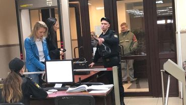 Среда. Пресненский суд. Алана Мамаева прибыла на заседание по делу ее мужа Павла Мамаева. Фото «СЭ»