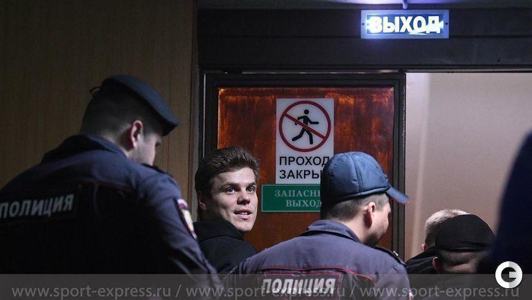 3 апреля. Москва. Пресненский районный суд. Александр Кокорин прощается с родственниками и друзьями.