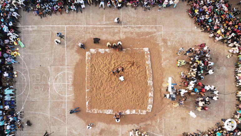 7 апреля. Бамако. Ковер для борцов.