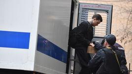 10 апреля. Пресненский суд. Павел Мамаев направляется в суд из автозака.