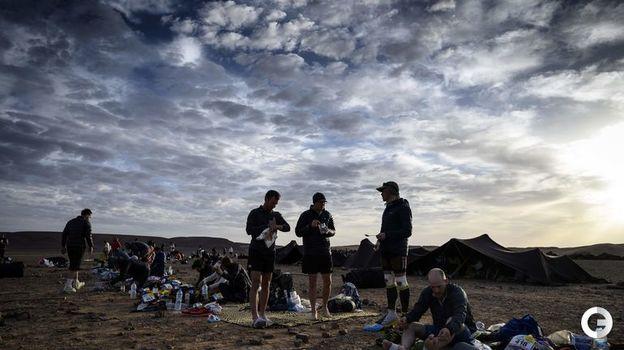 10 апреля. Марокканский марафон. Спортсмены остановились на ночлег. Фото AFP