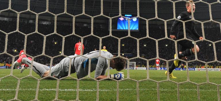 "Гари Хупер забивает гол. Фото - Александр ФЕДОРОВ, ""СЭ""."