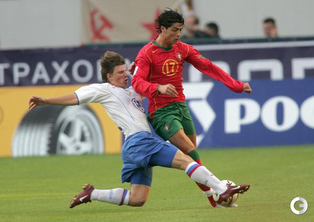 7.09.2005. Россия - Португалия - 0:0. Андрей Аршавин и Криштиану Роналду.