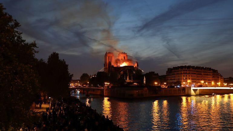 """""""Наши мысли с этим священным памятником"""". """"Монако"""" - о пожаре в Нотр-Дам-де-Пари"""