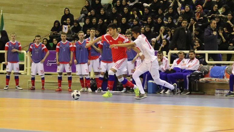 Нападающий сборной России тюменец Камиль Герейханов (№ 11) поражал ворота иранцев в каждом из двух товарищеских поединков в Тегеране. Фото АМФР